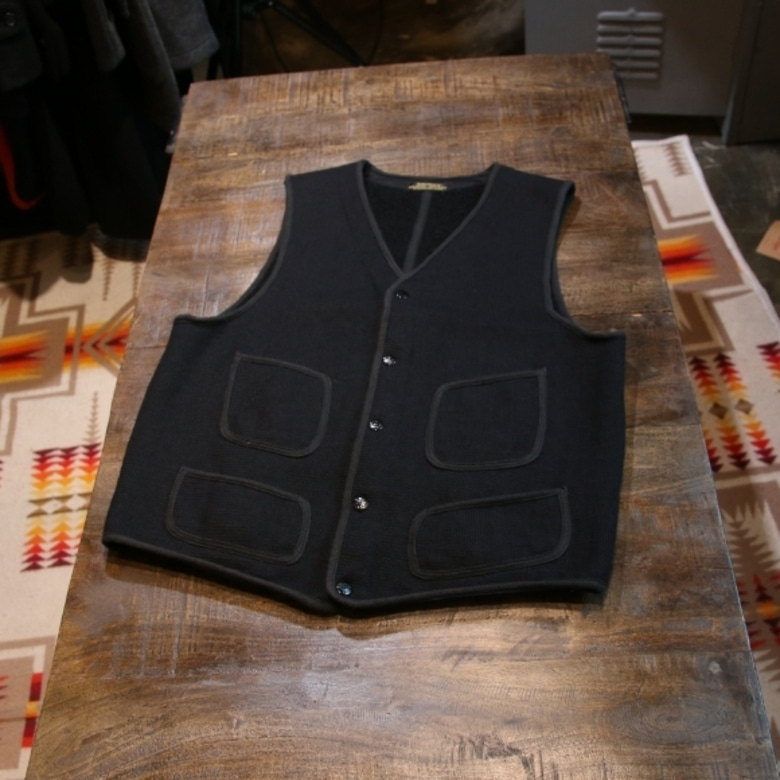 brown's beach black vest (42)