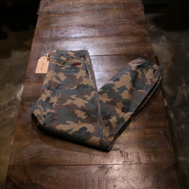 gramicci x beams camo pants
