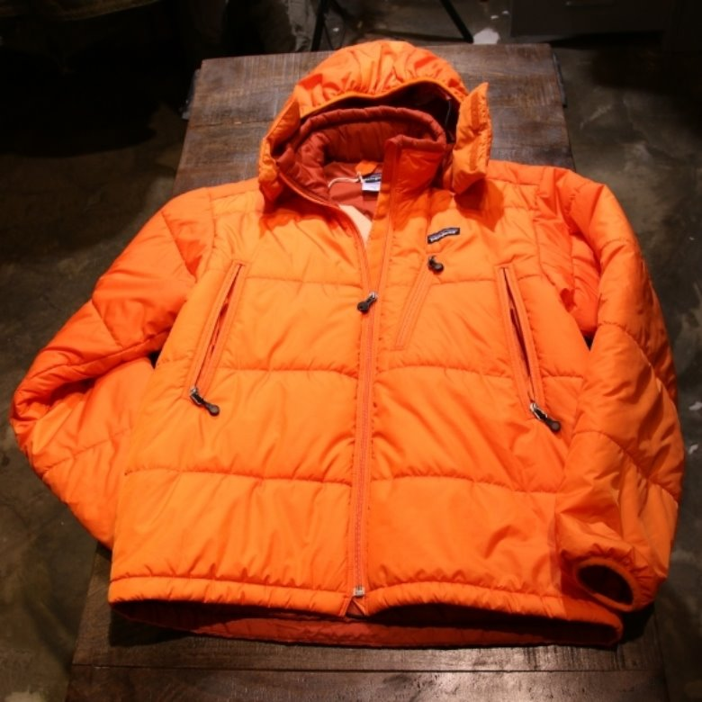 patagonia orange puff jacket (M)